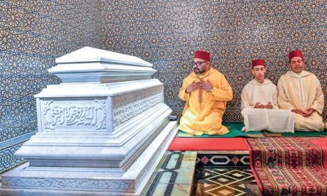 S.M. le Roi, Amir Al-Mouminine, préside une veillée religieuse en commémoration du 21è anniversaire de la disparition de Feu S.M. Hassan II