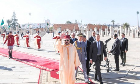 S.M. le Roi accomplit la prière du Vendredi à la mosquée Hassan à Rabat