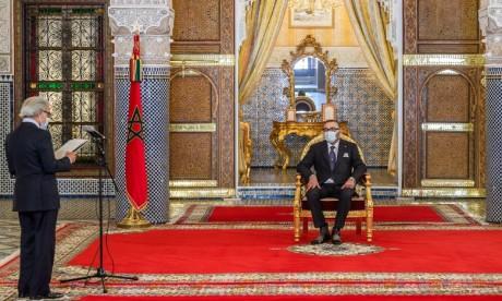 Abdellatif Jouahri présente à S.M. Le Roi Mohammed VI le rapport annuel 2020 de Bank Al-Maghrib