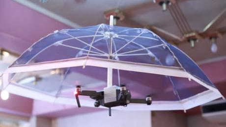 Objet insolite fort utile : Le drone parasol