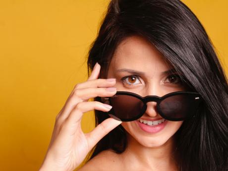 5 lunettes de soleil pour changer ton look sans déranger ton banquier