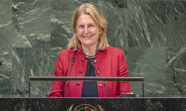 Quand une ministre autrichienne s'adresse au monde en Arabe